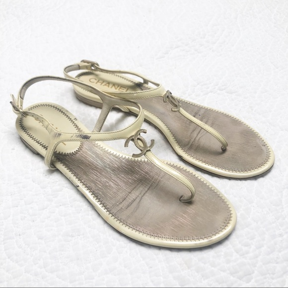 CHANEL CC Logo Patent Leather Nude Thong Sandals